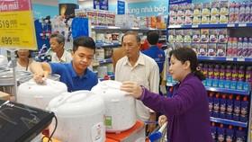 Nhiều sản phẩm do doanh nghiệp Việt sản xuất có chất lượng tốt đang bày bán tại hệ thống siêu thị Co.opmart