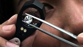 Nhiều kim cương giả có giấy giám định nước ngoài