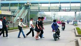 徒步者也須嚴正執行交規以保護他人及自身的安全。