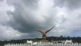 巨鷹展翅高飛的蘭卡威。