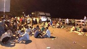 本月2日晚,有逾500人前往譜盛鄉1A國道路段攔截車輛,擾亂公共秩序,聚眾堵塞交通。(圖源:臉書)