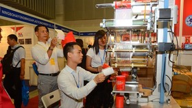國內塑膠行業還須不斷自我革新機械設備,以提升產品質量及競爭力。
