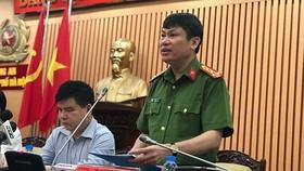 河內市公安廳副廳長阮文援大校在新聞發佈會上初步公佈案件調查結果。(圖源:VOV)