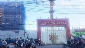 Richmond City工程建築地基,導致附近40間住房的牆壁斷裂、坍塌。