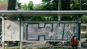在巴士路線圖亂塗亂畫