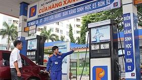 經多次調升零售價後,迄今,E5 RON92汽油售價為每公升2萬零906元;E5 RON95 汽油每公升2萬2347元。(示意圖源:互聯網)