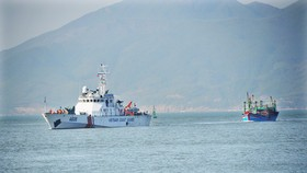 CSB 4038海警船成功將遇險漁船拖曳運達歸仁市48海團港。(圖源:南中)