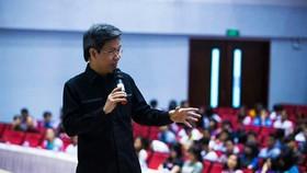 IRED教育研究院院長簡私忠在座談會上分享教子之方。