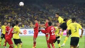 老撾(紅衣)與馬來西亞隊對決。