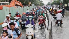 """經常受淹、堵車,使民眾不停""""叫苦""""的黃晉發街。"""