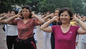 絕經期婦女堅持運動防骨質疏鬆。(示意圖源:互聯網)
