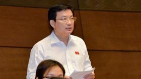 平陽省國會代表范仲仁在國會會場上發言。(圖源:VOV)