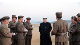 KCBS宣佈,朝鮮領導人金正恩親自督軍,見證「新研發的尖端戰術性武器」進行測試。(圖源:路透社)