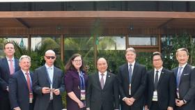 阮春福總理(前中)接見美國企業家代表團。(圖源:統一)