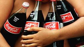 由於飲用水短缺,墨民眾把便宜的可樂當水喝。(示意圖源:互聯網)