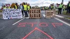 法國大遊行:示威者試圖堵塞交通。(圖源:VCG)