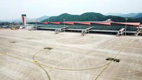 自本月30日起,越航通過雲屯國際航空港正式開通連結本市與廣寧省的航線。(圖源:D.Ngọc)