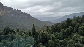 藍山3姐妹峰與周邊宏偉的風景。