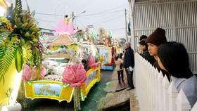 Chiêm ngưỡng đoàn xe hoa rực rỡ mừng Phật đản ở Đà Lạt