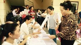 Job seekers at the fourth HCMC Job Exchange on April 19 (Photo: SGGP)