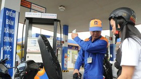 Domestic petrol prices increase VND350 a litter on April 20 (Photo: SGGP)