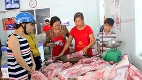 A pork selling spot organized by Dong Nai Animal Husbandry Association (Photo: SGGP)