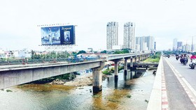A stretch of under construction Ben Thanh-Suoi Tien metro line across the Saigon River in the adjacent area of District 2 and Binh Thanh, HCMC (Photo: SGGP Financial Investment)