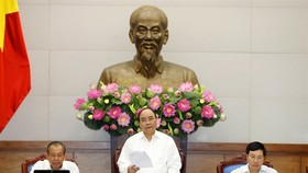 Prime Minister Nguyen Xuan Phuc delivers a speech at the Government's regular meeting reviewing socio-economic, defence, security and diplomatic conditions of the country in the first half of this year on Monday morning. (Photo: VNA/VNS)