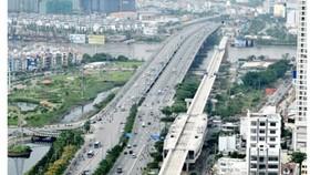 Ben Thanh-Suoi Tien metro line is being built over the Saigon River in HCMC (Photo: SGGP)