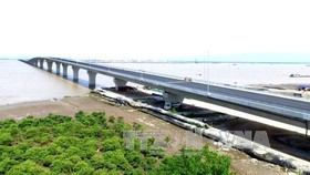 Vietnam's longest sea bridge in the northern port city of Hai Phong opened to traffic. (Photo: VNA)