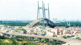 The approach road to Phu My bridge has been invested under BT form in HCMC (Photo: SGGP)