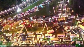 Traffic jam has regularly occurred in Truong Son street in the gateway to Tan Son Nhat Airport (Photo: SGGP)