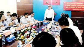 Secretary of the HCMC Party Committee Nguyen Thien Nhan states at a meeting with the Department of Construction on November 8 (Photo: SGGP)