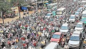 Traffic jam in a HCMC street (Photo: SGGP)
