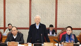 Party General Secretary and President Nguyen Phu Trong (standing) speaks at the meeting (Photo VNA)