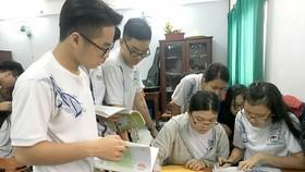 Học sinh Trường THPT Nguyễn Du (quận 10) cùng trao đổi trong giờ học nhóm