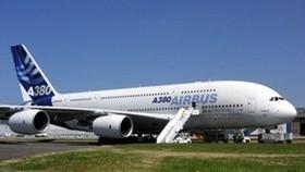 Siêu máy bay A380 hạ cánh khẩn cấp