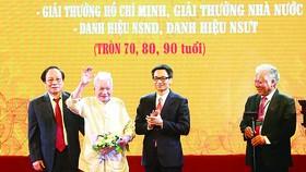 Hội Nghệ sĩ sân khấu Việt Nam tôn vinh các nghệ sĩ lão thành và các tác giả đoạt Giải thưởng Hồ Chí Minh  và Giải thưởng Nhà nước