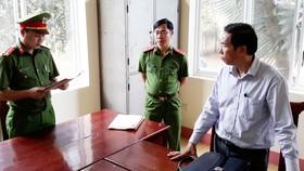 Cơ quan CSĐT Công an tỉnh Đắk Nông đọc lệnh bắt tạm giam Nguyễn Văn Dũng  