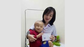 Trao thêm 14,5 triệu đồng  giúp bé Trần Duy Khang