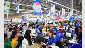 Lượng khách tăng cao khi tháng khuyến mãi gần kết thúc