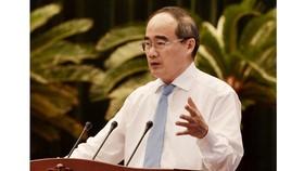 Bí thư Thành ủy TPHCM Nguyễn Thiện Nhân phát biểu bế mạc hội nghị. Ảnh: VIỆT DŨNG