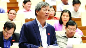 ĐBQH Nguyễn Anh Trí thảo luận về Dự án Luật Phòng, chống tác hại của rượu, bia. Ảnh: TTXVN
