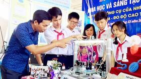 Mô hình máy in 3D siêu nhỏ của học sinh lớp 9 Trường THCS Vân Đồn tại ngày hội khoa học do UBND quận 4 tổ chức