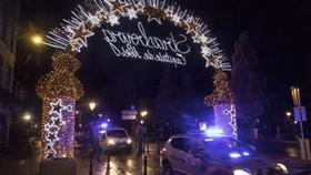 Cảnh sát phong tỏa chợ Giáng sinh Strasbourg ở Pháp sau vụ tấn công ngày 11-12-2018. AP