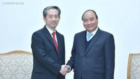 Thủ tướng Nguyễn Xuân Phúc tiếp Đại sứ Trung Quốc tại Việt Nam Hùng Ba - Ảnh: VGP/Quang Hiếu