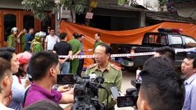 Thiếu tướng Sùng A Hồng trả lời báo chí ngay tại hiện trường vụ xả súng kinh hoàng ở TP Điện Biên Phủ
