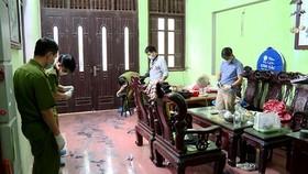 Lực lượng chức năng khám nghiệm hiện trường vụ sát hại 2 vợ chồng ở Hưng Yên