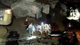 Thi thể phu vàng cuối cùng được đưa ra khỏi hang Cột Cờ
