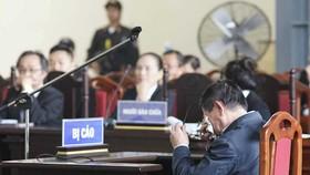 Ông Phan Văn Vĩnh bật khóc khi thân phận là bị cáo